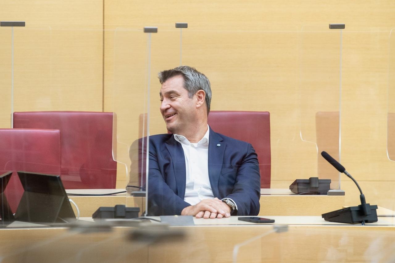 07.07.2021, Bayern, München: Markus Söder (CSU), Parteivorsitzender und Ministerpräsident von Bayern, sitzt bei einer Sitzung der CSU-Fraktion im Bayerischen Landtag auf seinem Platz im Plenarsaal. Foto: Matthias Balk/dpa +++ dpa-Bildfunk +++