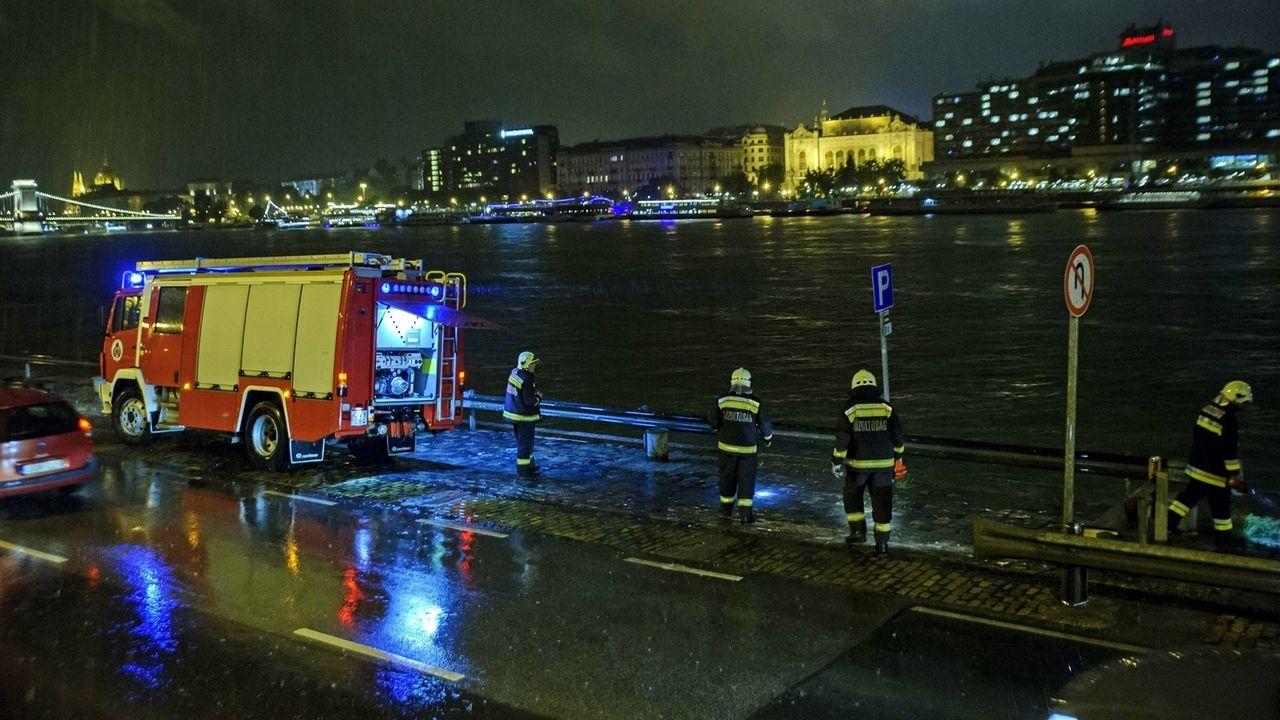 Nach dem Schiffsunglück: Suche nach Vermissten auf der Donau in Budapest