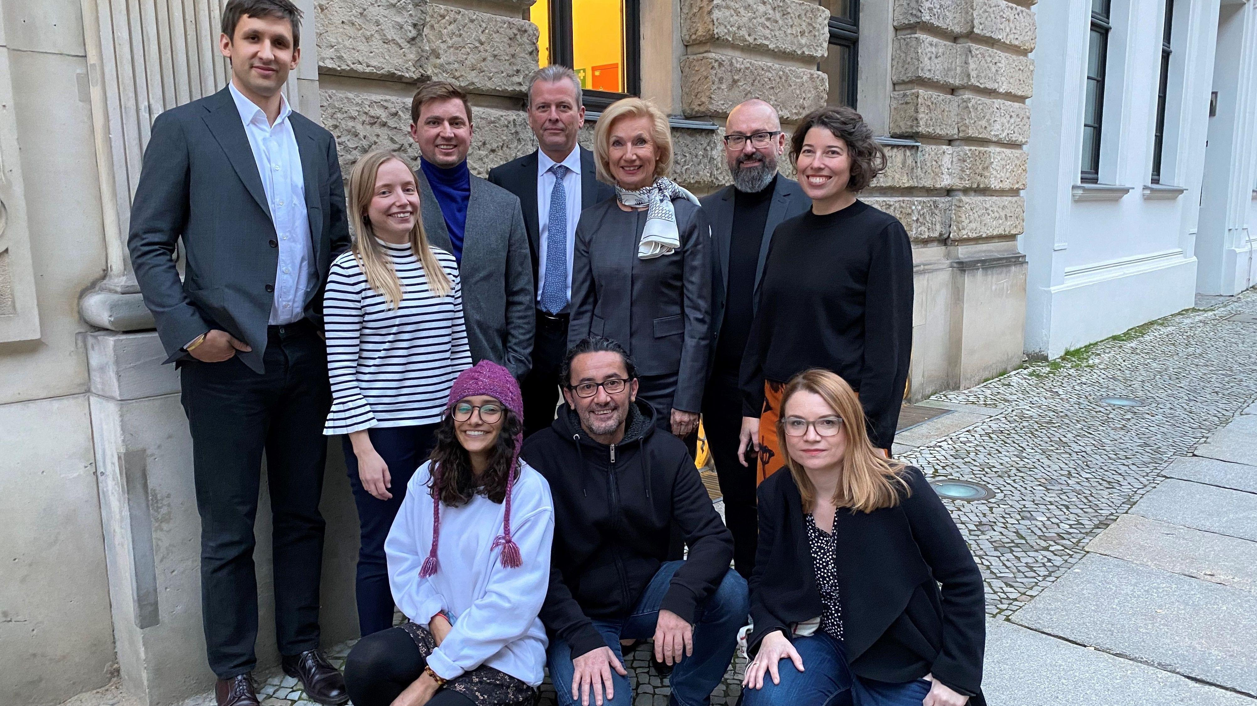 Das Team, das die Stadt Nürnberg bei der Bewerbung um einen Platz auf der Shortlist für die Europäische Kulturhauptsadt 2025 vertreten hat.