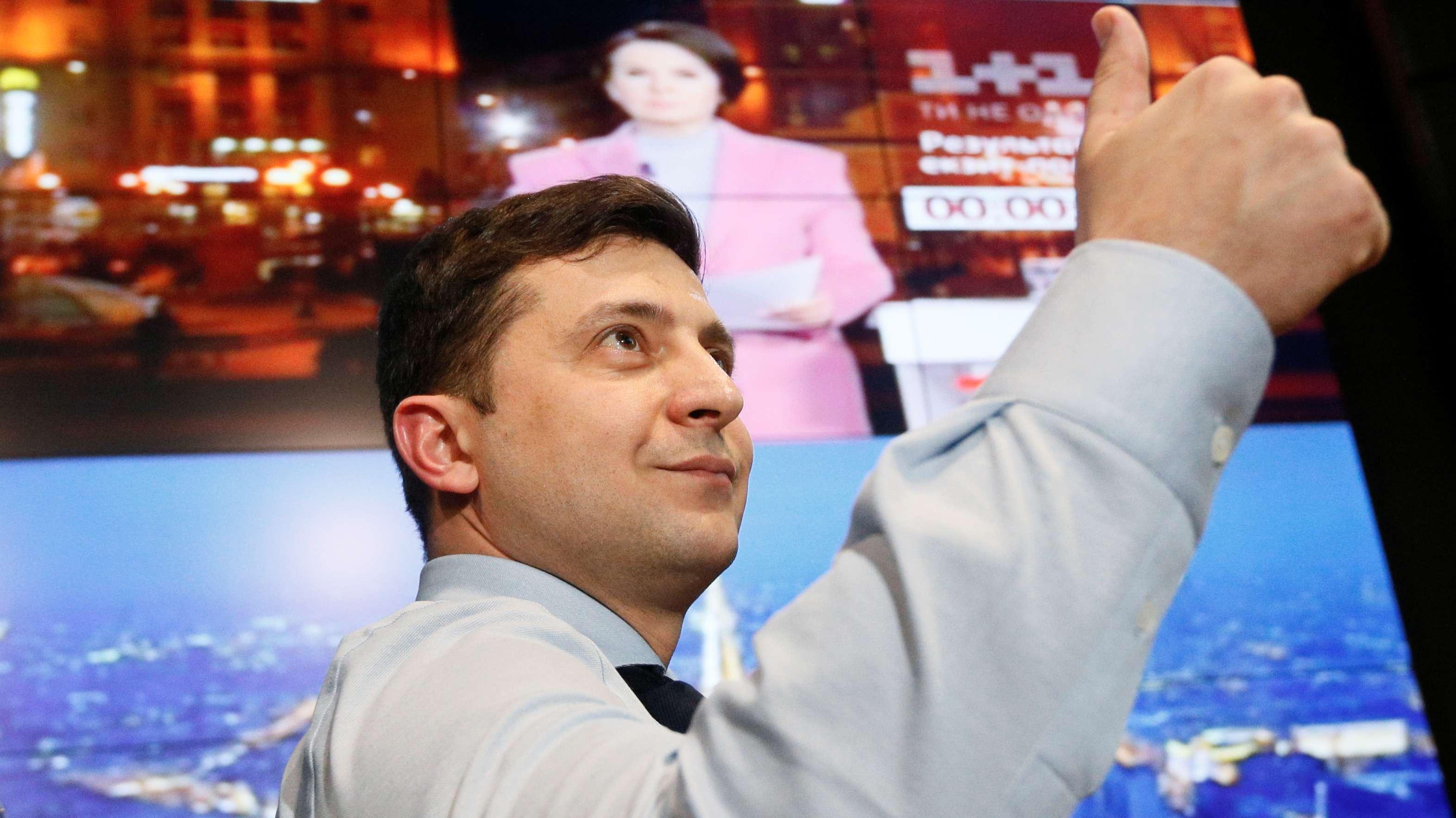Bei der Präsidentenwahl in der Ukraine liegt der Komiker Selenskij ersten Prognosen zufolge mit rund 30 Prozent vorn.
