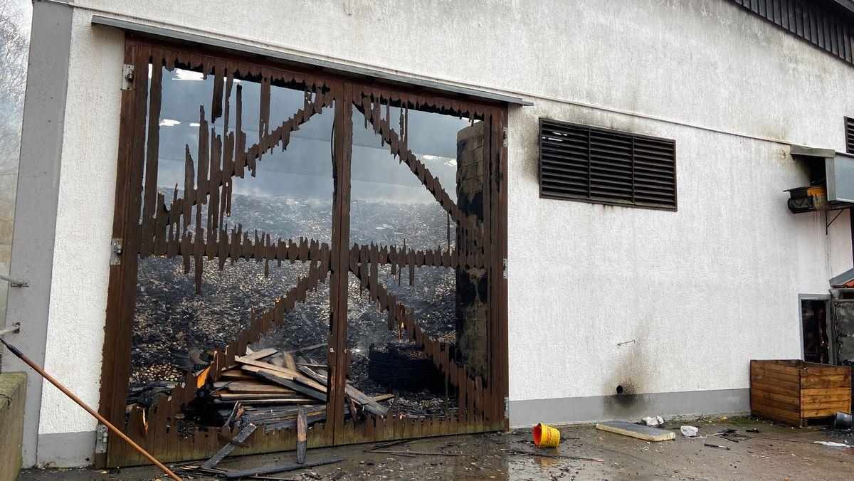 Die abgebrannte Lagerhalle
