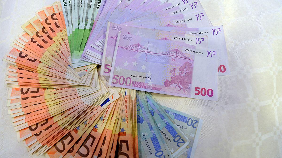 Geldscheine im Kreis gelegt