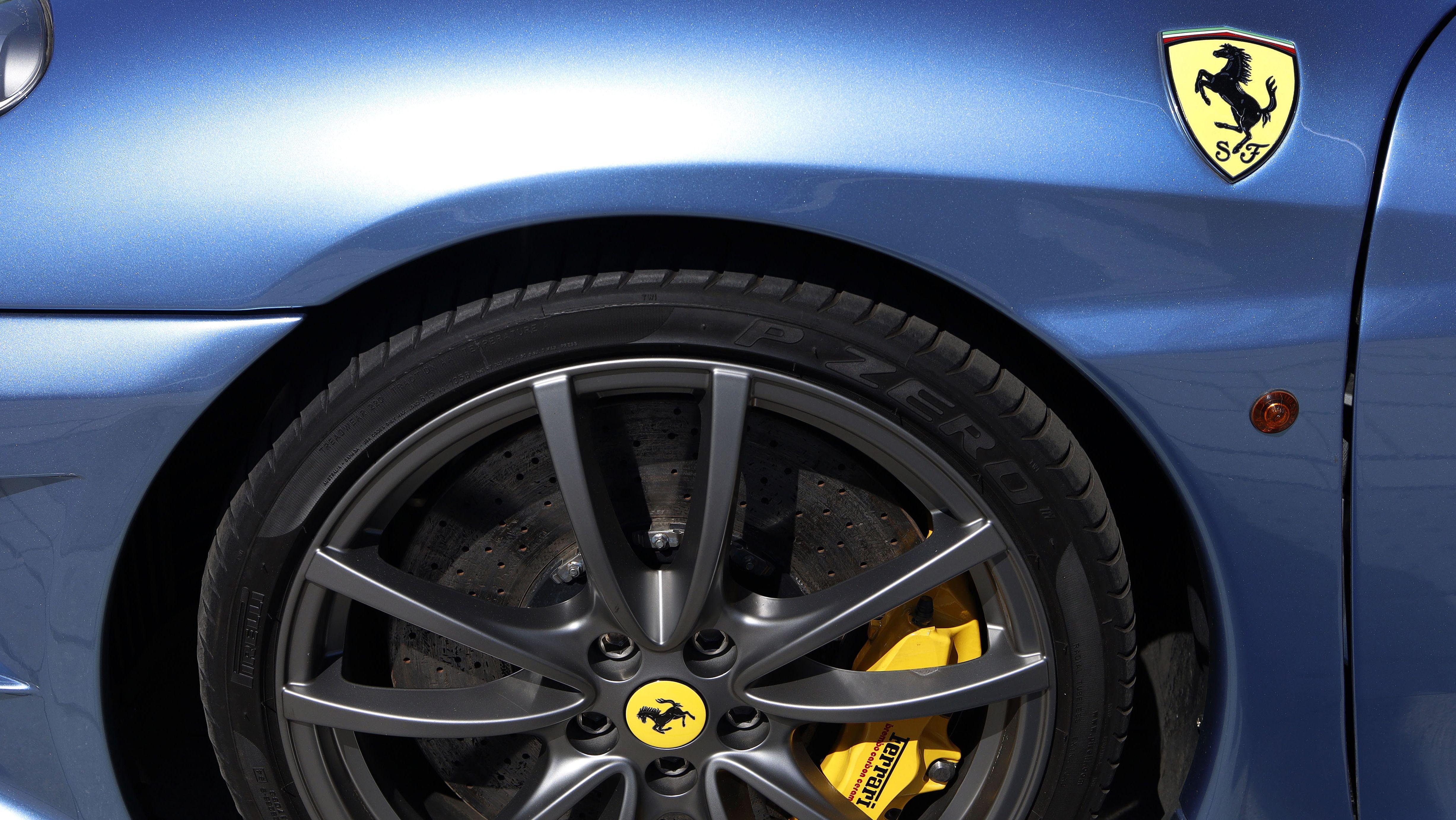 Symbolbild: Felge eines Ferrari