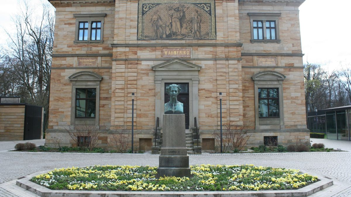 Das Haus Wahnfried am Rande des Bayreuther Hofgartens