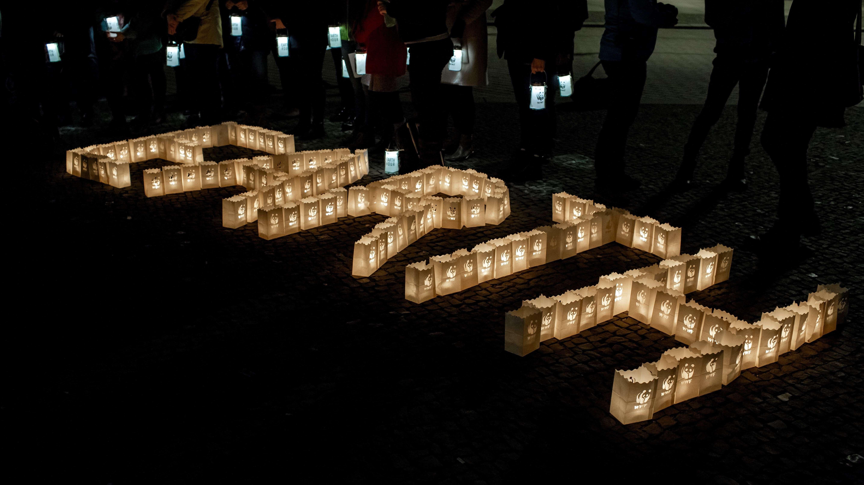 Bürger beteiligten sich an Earth Hour-Aktion.