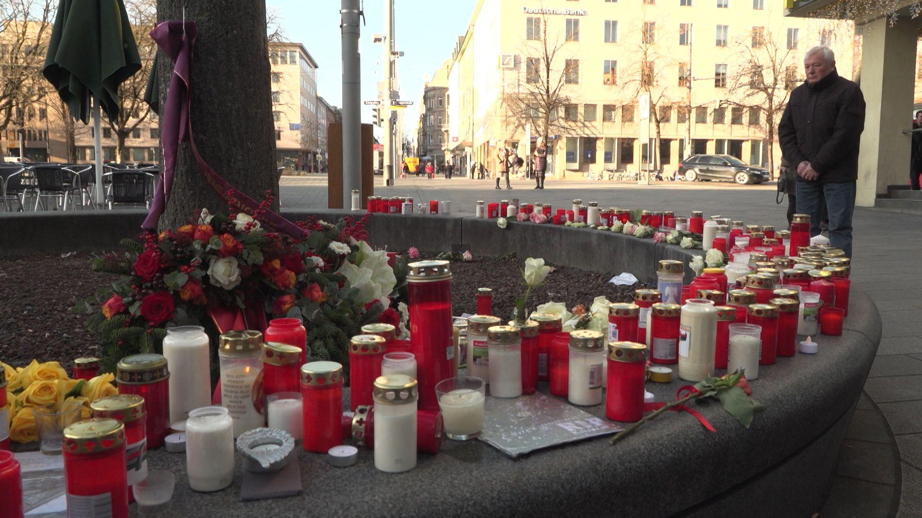 Kerzen am Tatort auf dem Augsburger Königsplatz