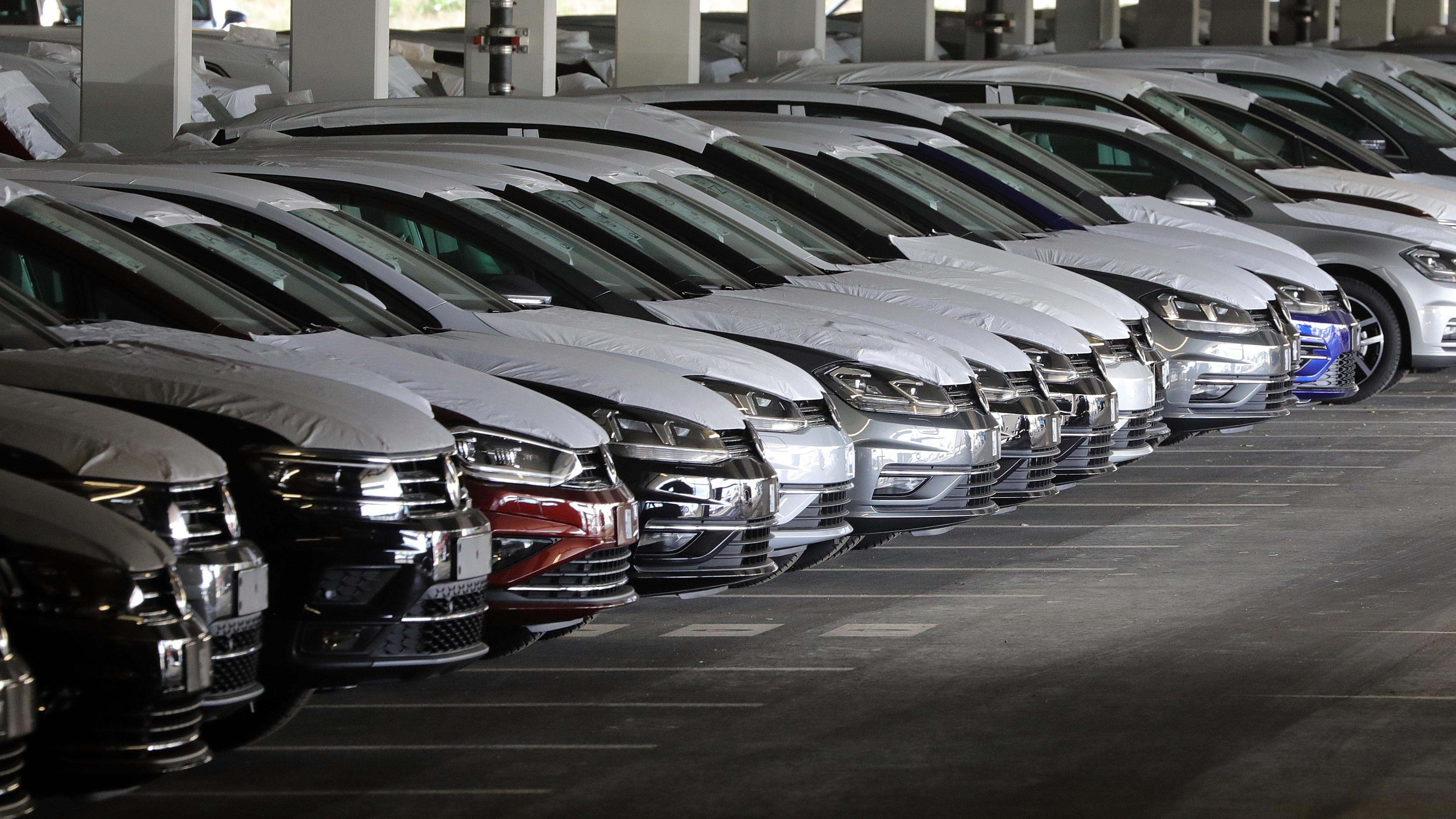 Nicht zugelassene VW stehen in einem Parkhaus