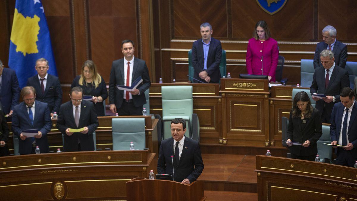 Albin Kurti, damalig neu gewählter Ministerpräsident des Kosovo, spricht im Parlament.