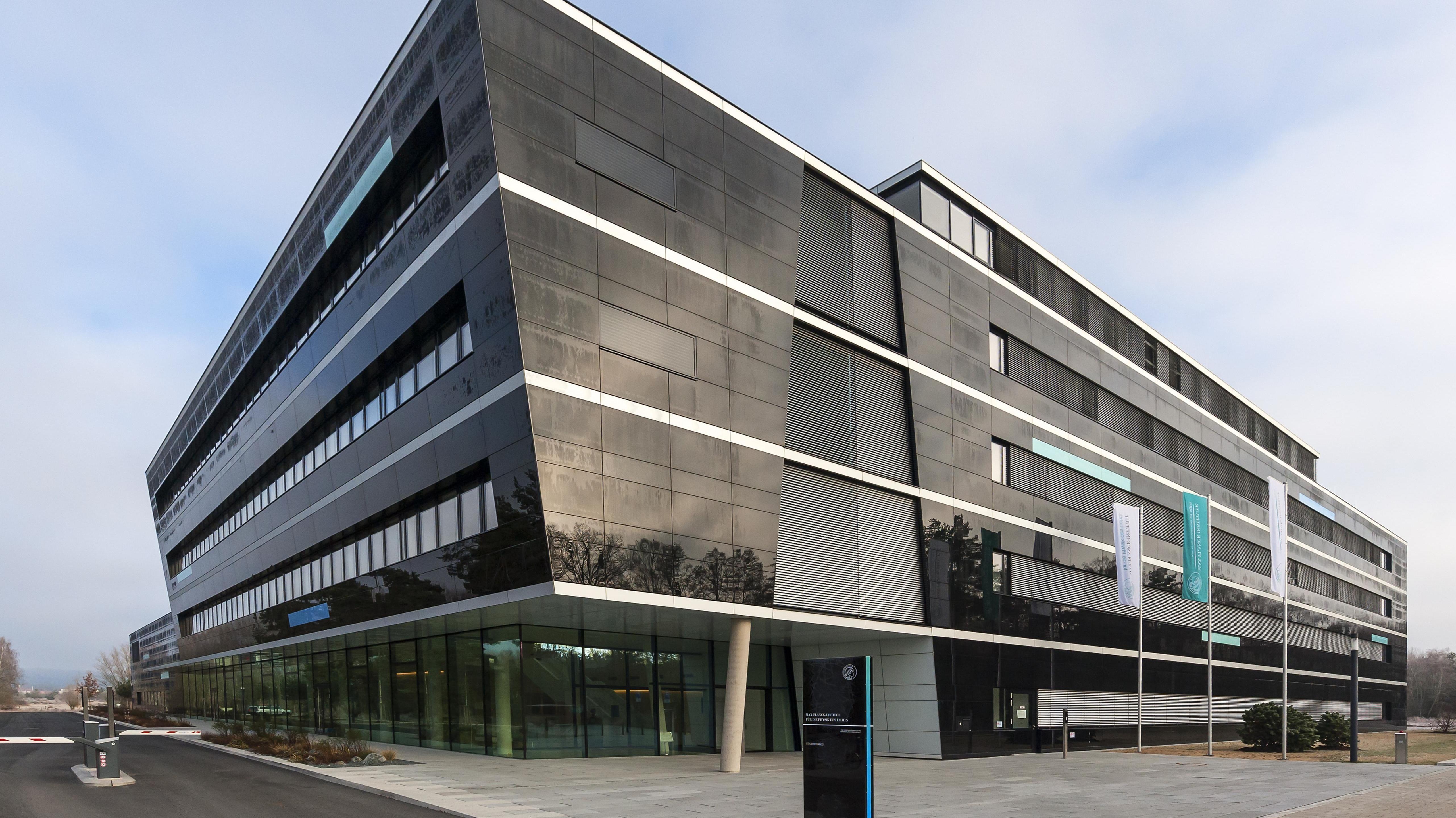 Das Max-Planck-Institut in Erlangen (Außenansicht)