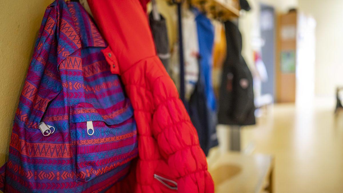 Garderobenhaken in einer Kita
