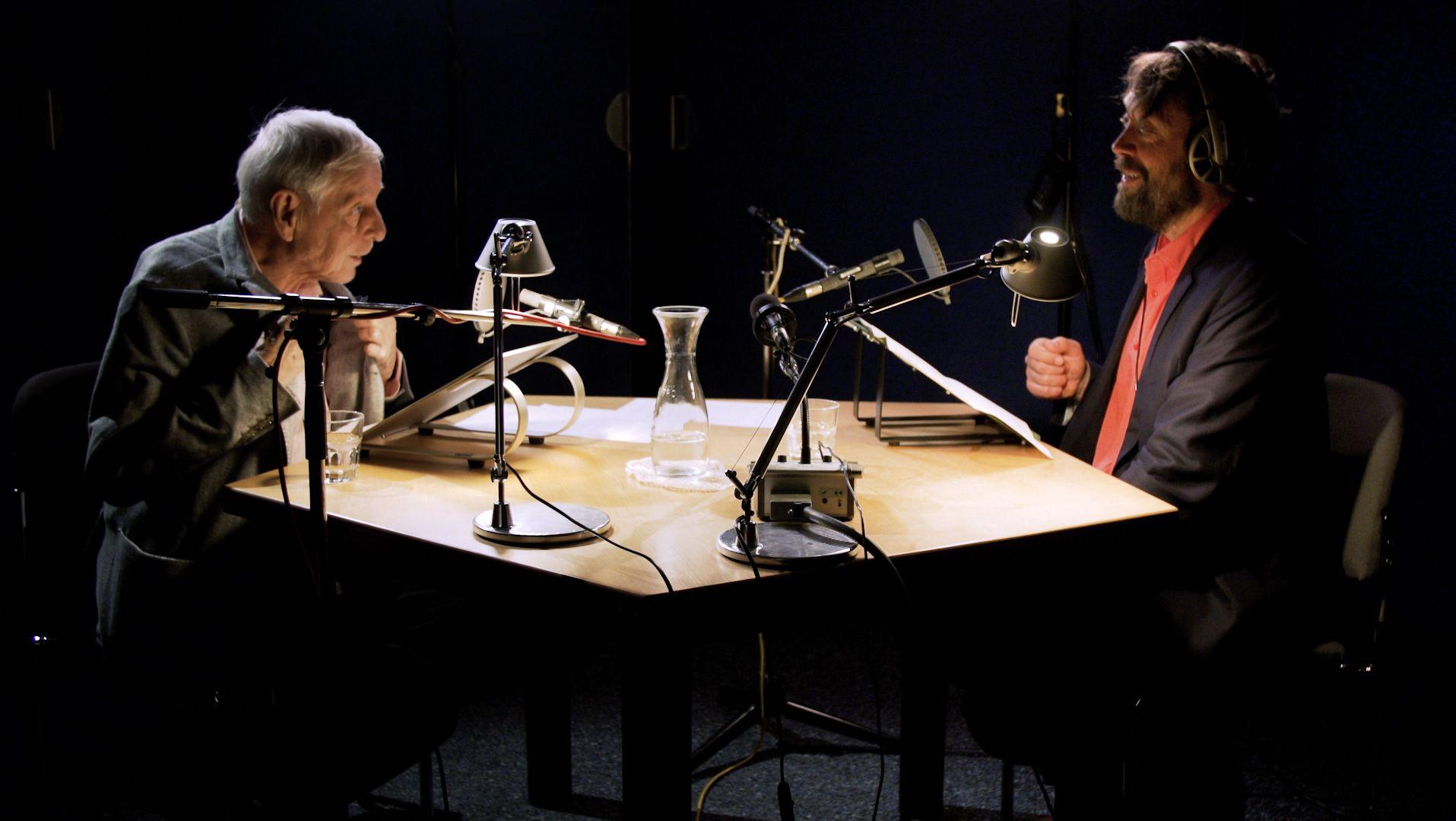 """Hans Magnus Enzensberger und Knut Cordsen bei den Aufnahmen zu """"Heureka!"""""""