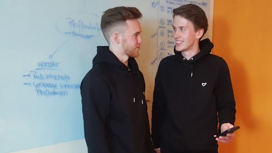 Die beiden App-Erfinder Lukas Sixt (rechts) und Moritz Huber (links).