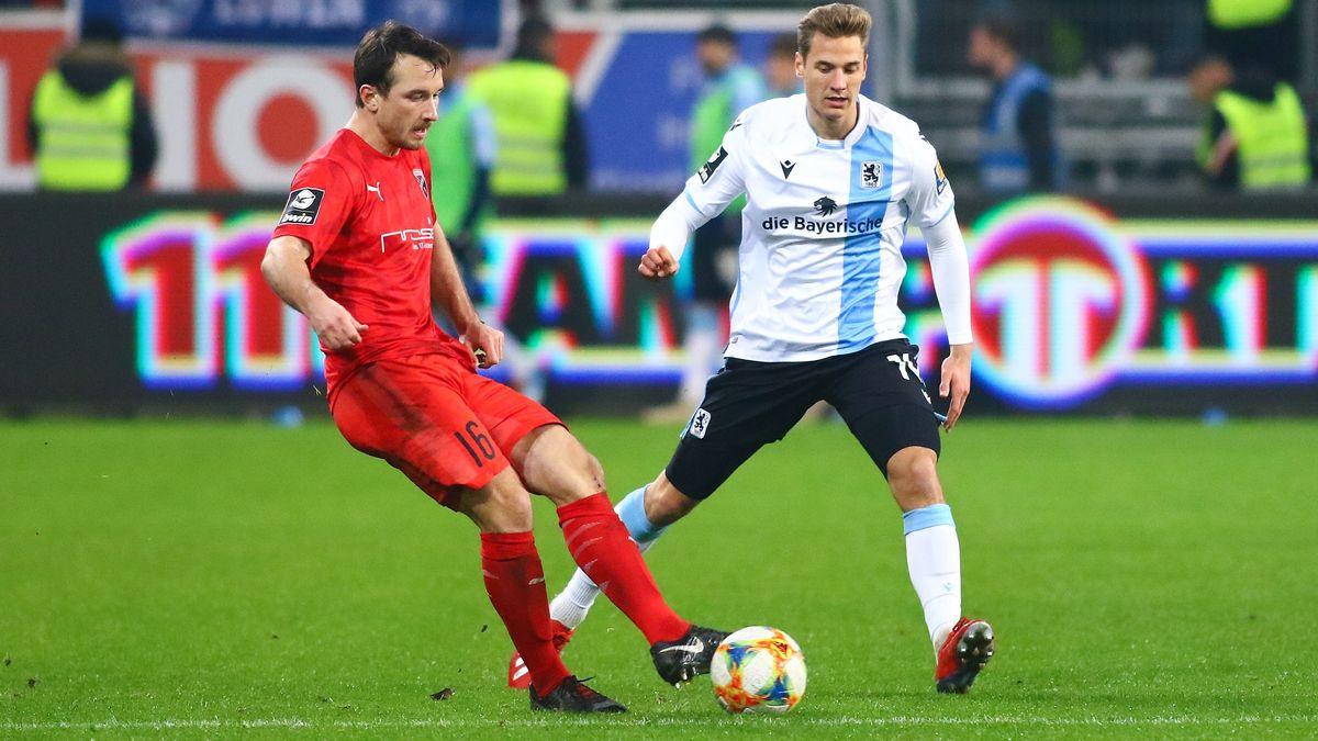 Peter Kurzweg (FC Ingolstadt 04) und Dennis Dressel (TSV 1860 Muenchen)
