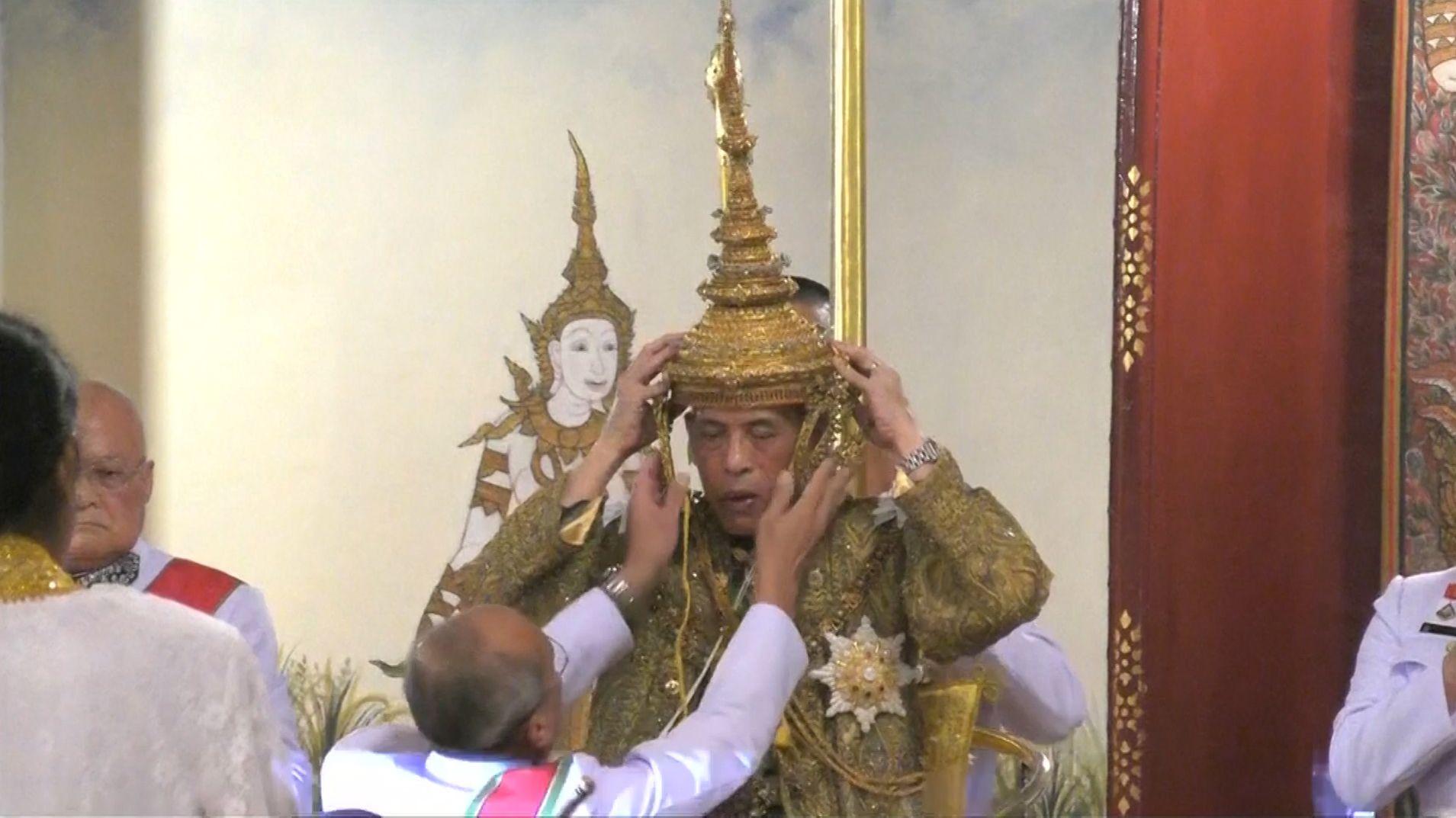 König Rama X. mit Krone