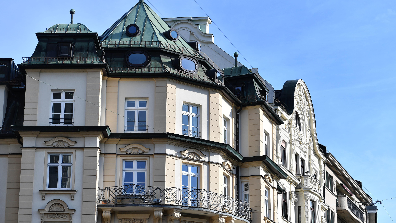 Jeder Mieter in deutschen Großstädten kennt die Geschichten von einem Immobilienmarkt, der völlig außer Kontrolle geraten ist.