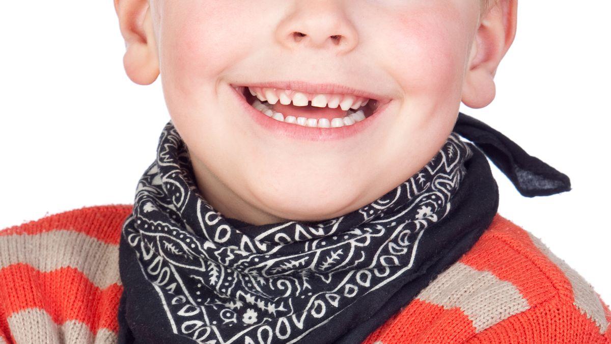 Junge mit Halstuch (Symbolbild).