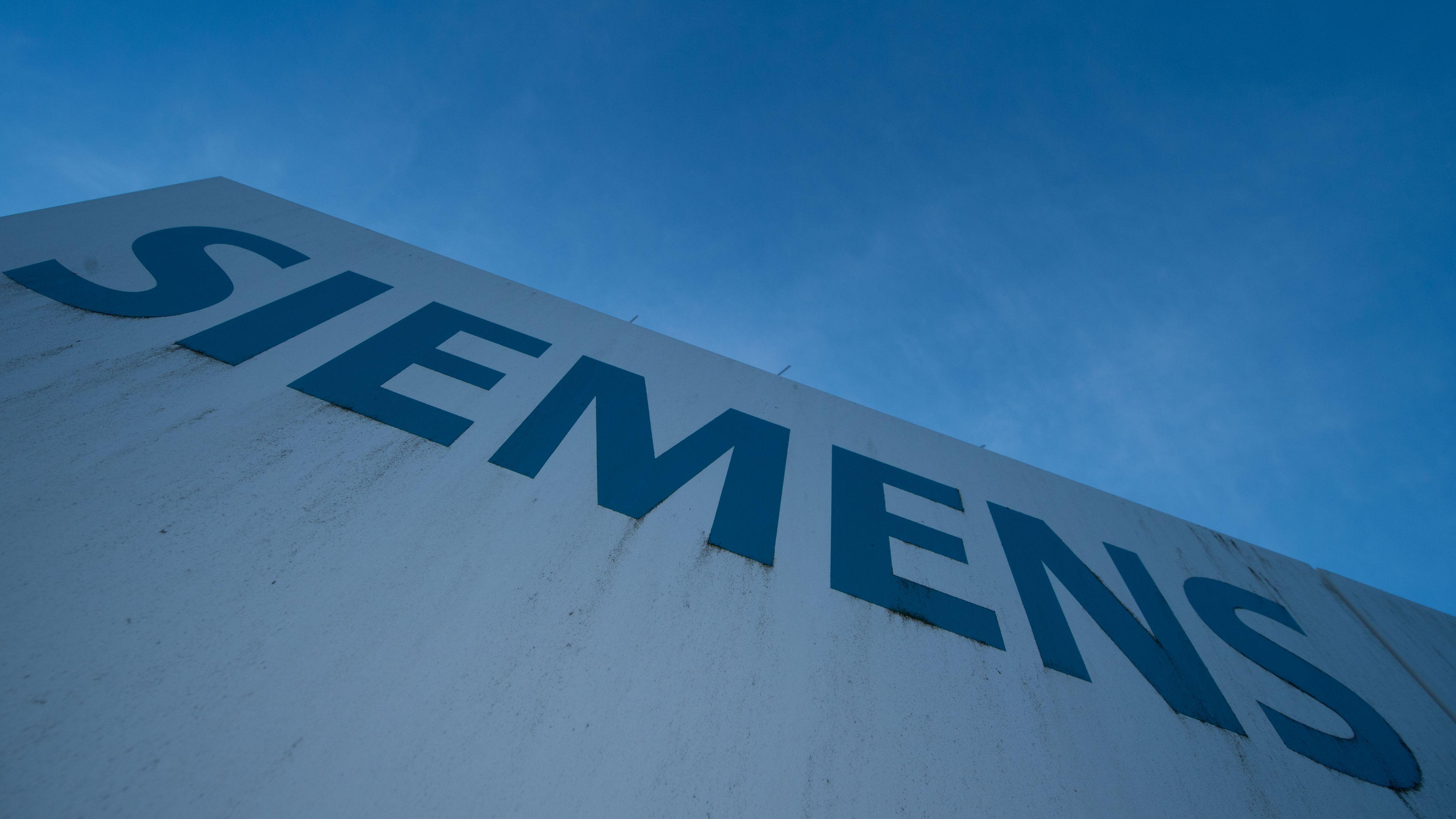 Siemens-Schriftzug an einer Wand