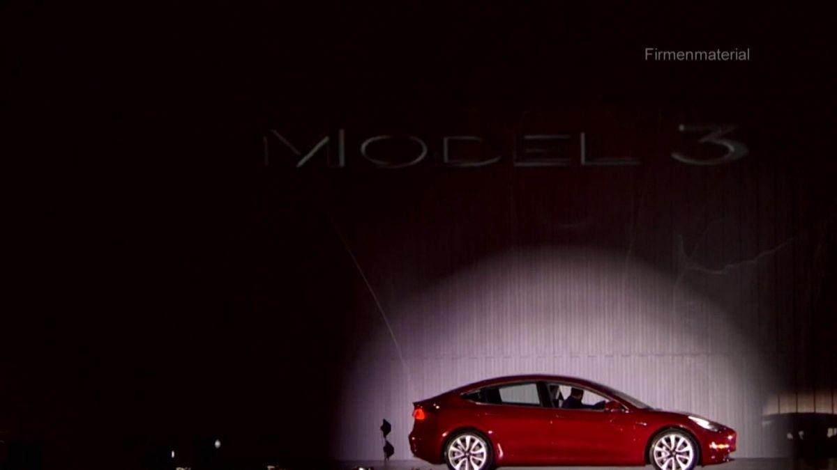 """Der US-Elektroautobauer Tesla darf nicht mehr mit dem Betriff """"Autopilot"""" für seine Fahrassistenz-Systeme werben."""