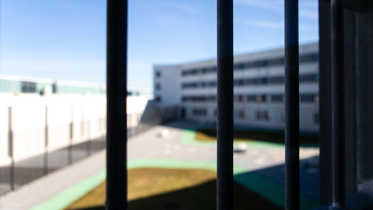 Blick aus einem Gefängnis