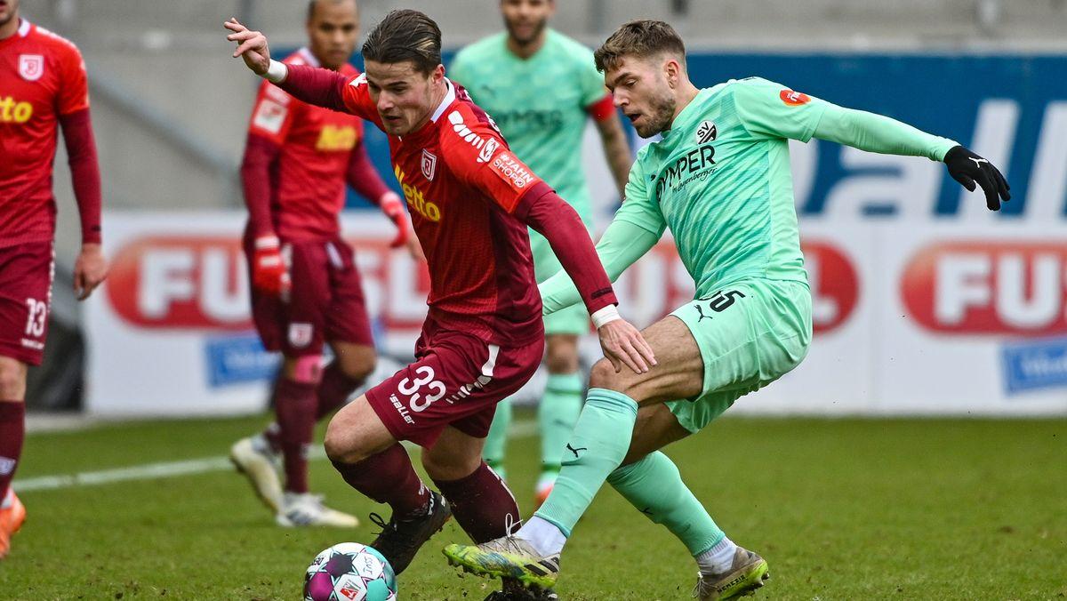 Spielszene Jahn Regensburg gegen SV Sandhausen