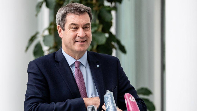 Markus Söder antwortet Reportern im Anschluss an eine Video-Pressekonferenz.