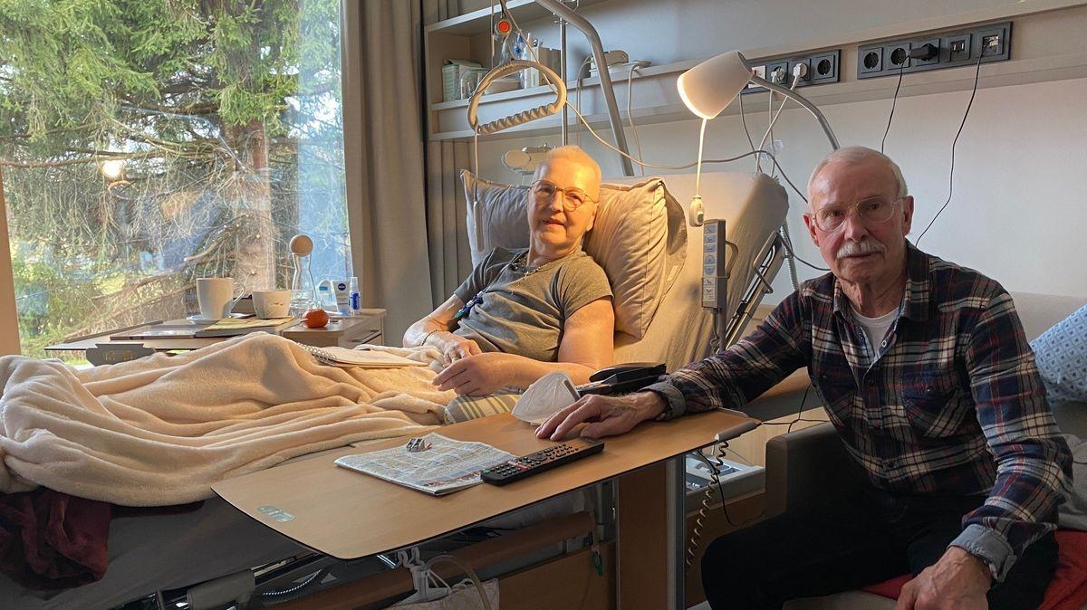 Auf ihrem letzten gemeinsamen Weg: Emily und Emil Kreft im Chiemseehospiz.