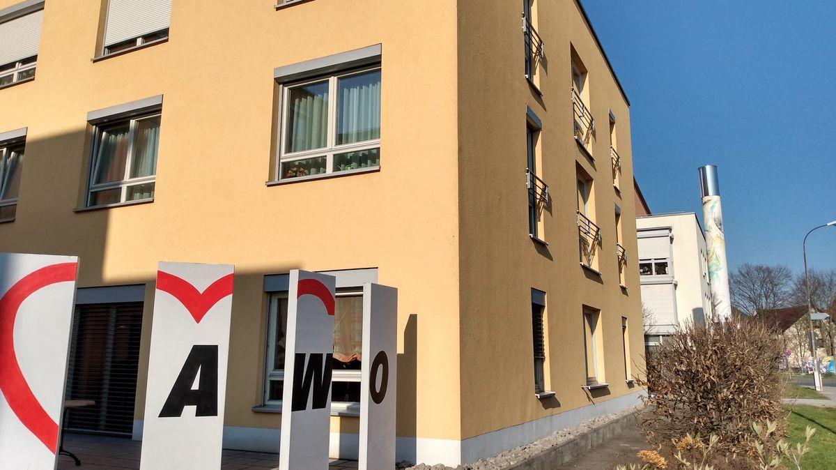 AWO-Schild vor dem Seniorenheim in Langenzenn