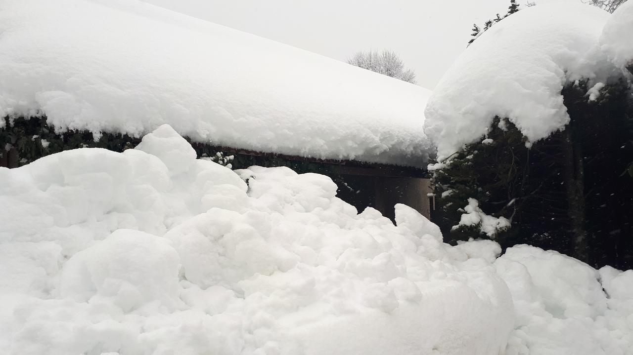 Viele Menschen am Tegernsee kamen mit dem Schneeschippen nicht hinterher