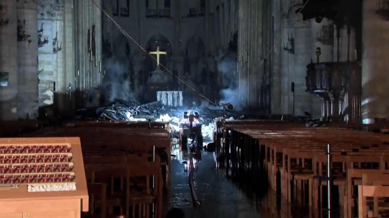 Die ersten Aufnahmen aus dem Kirchenschiff