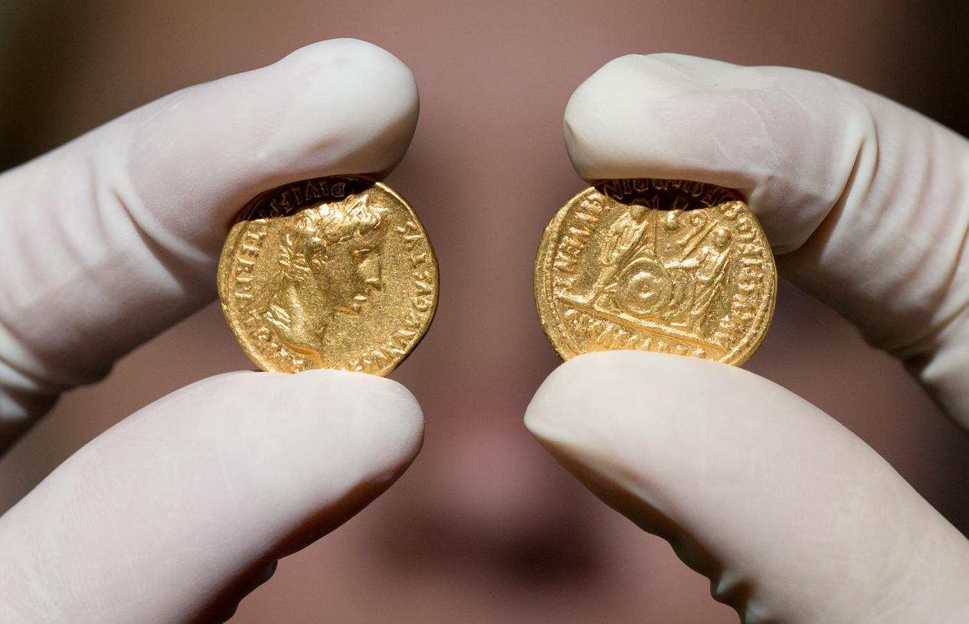Archäologen Graben In Japan Römische Münzen Aus Br24