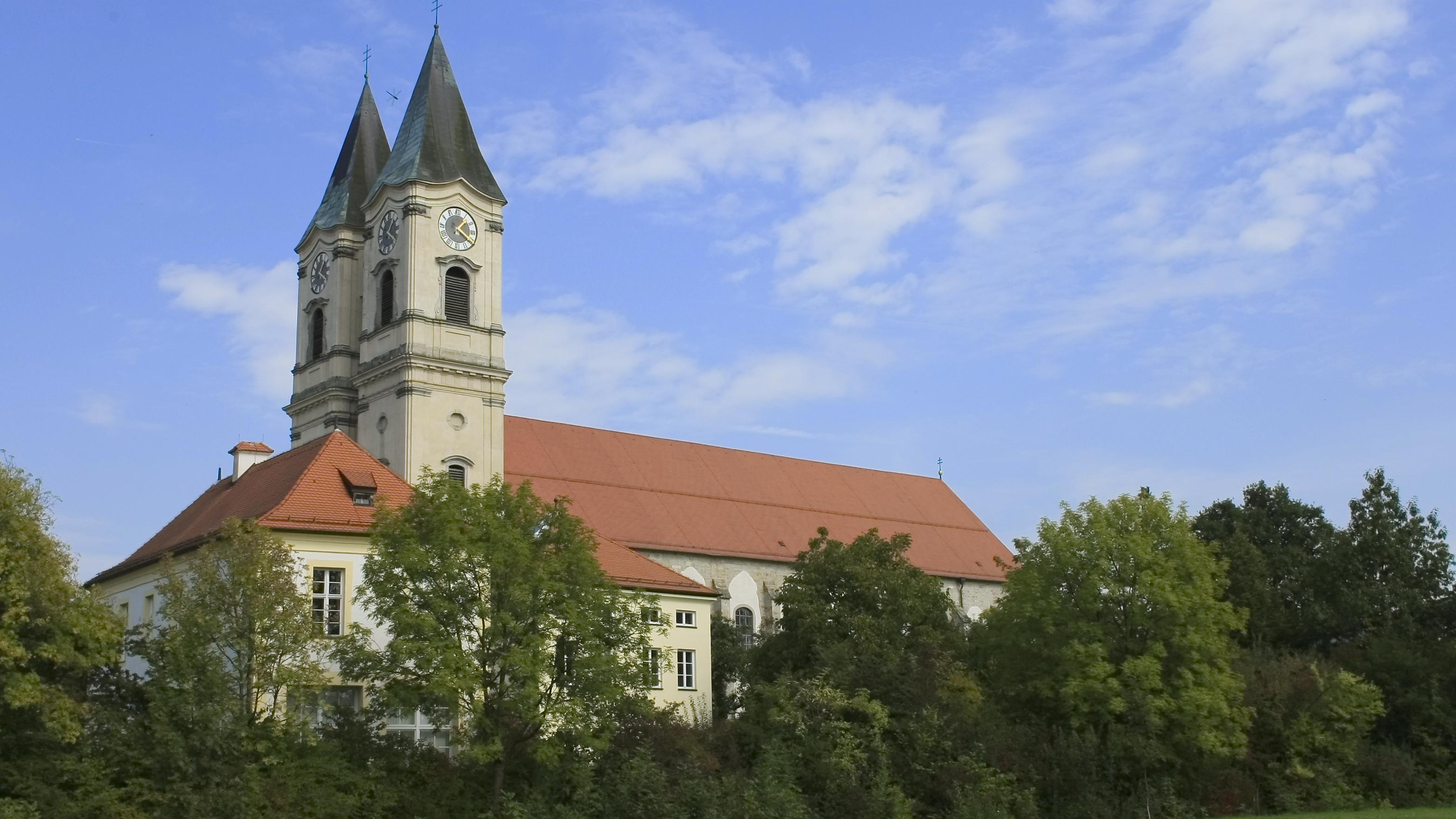 Blick von Süden auf Kloster Niederaltaich.