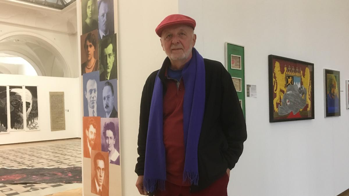 """Der Künstler Wolfram Kastner hat das """"Historische Künstlerkabinett"""" zusammengestellt."""