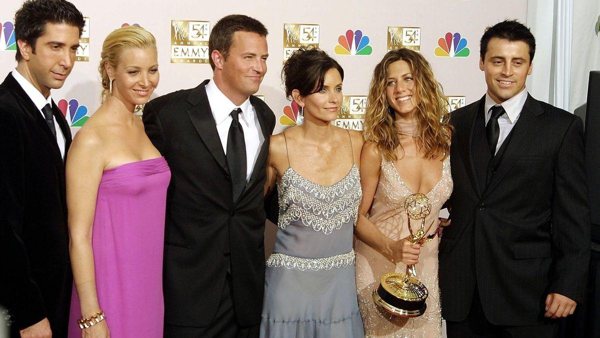 """""""Friends""""-Darsteller David Schwimmer, Lisa Kudrow, Mathew Perry, Courtney Cox Arquette, Jennifer Aniston und Matt LeBlanc bei der """"Emmy""""-Verleihung 202"""