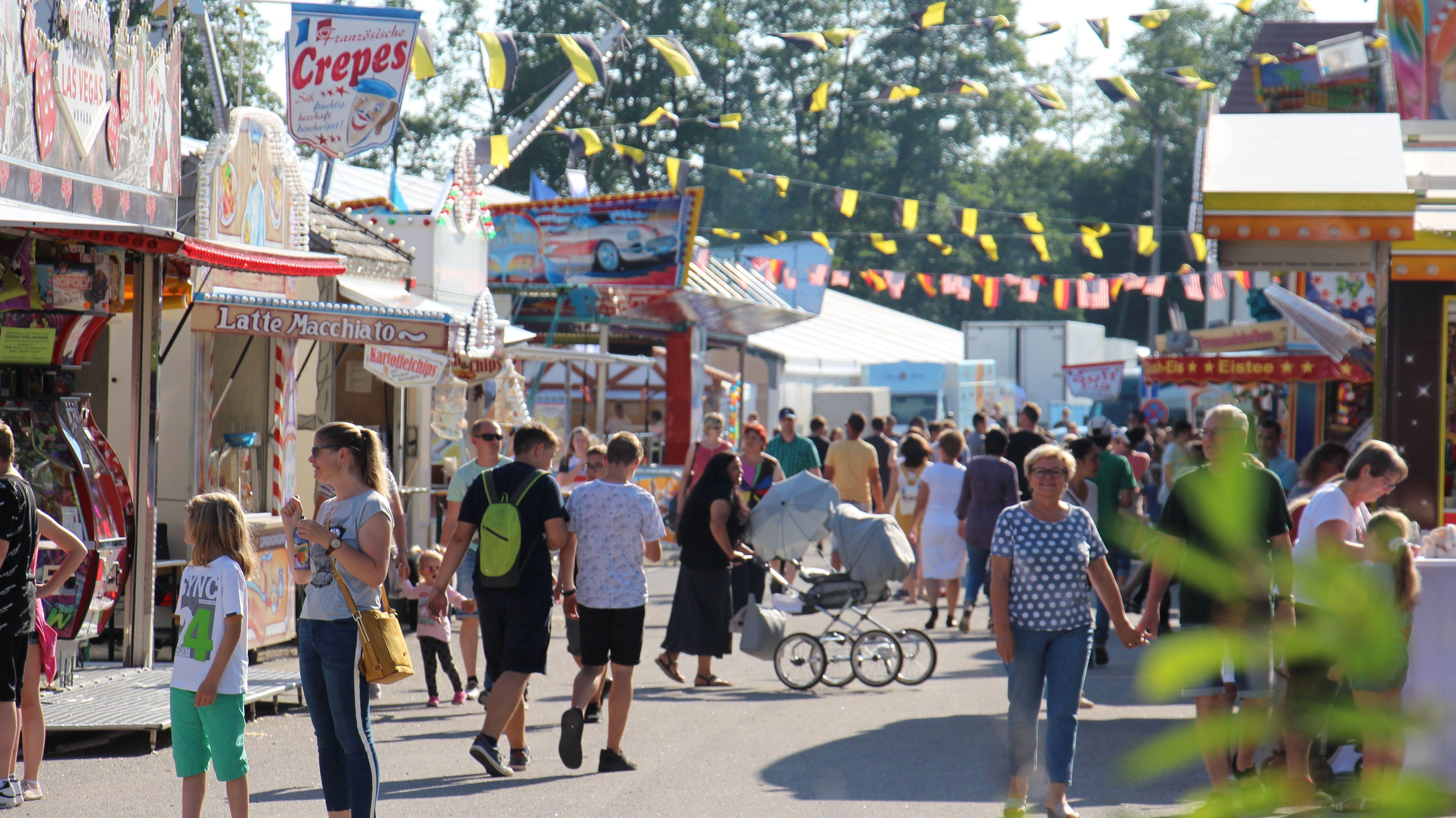 Pfingst-Volksfeste wie hier in Schwandorf, Traditionsveranstaltungen, Wallfahrt - alles ist dabei über die Feiertage.