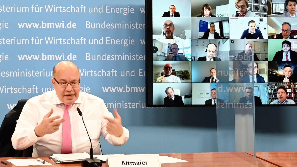 Bundeswirtschaftsminister Peter Altmaier (CDU) spricht bei einer Videokonferenz mit Vertreterinnen und Vertretern von rund 40 Wirtschaftsverbänden über die Lage in ihren Mitgliedsunternehmen