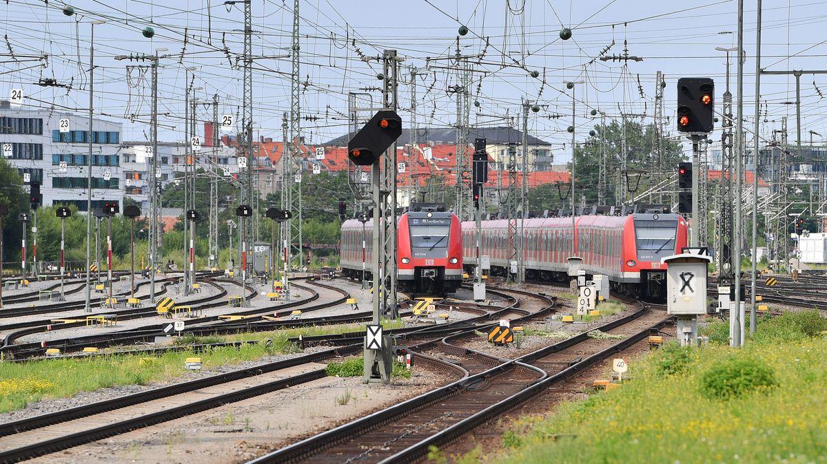 Einfahrende S-Bahn am Ostbahnhof in München (Symbolbild)