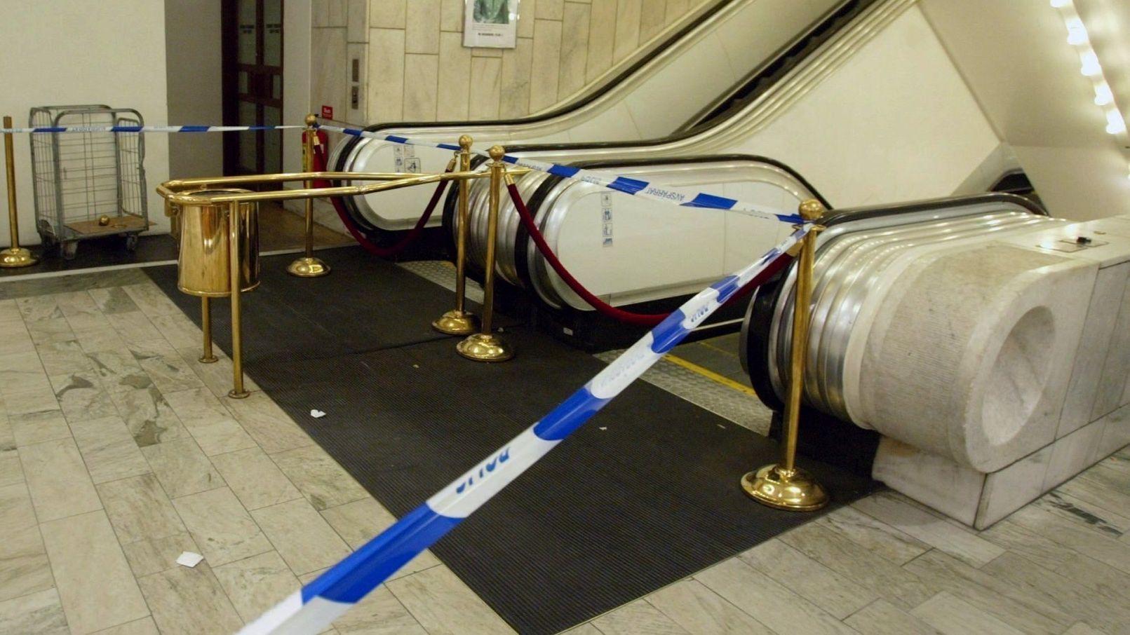 Abgesperrte Rolltreppe in einem Kaufhaus (Symbolbild)