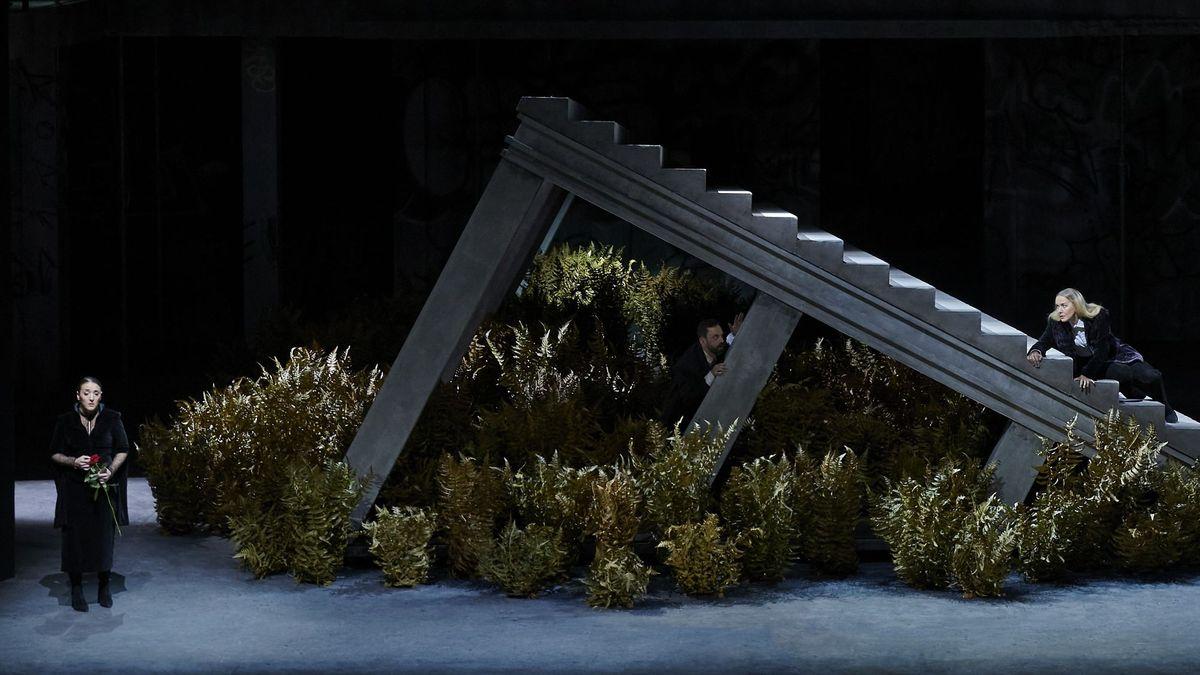 Treppe auf der Bühne der Staatsoper Stuttgart