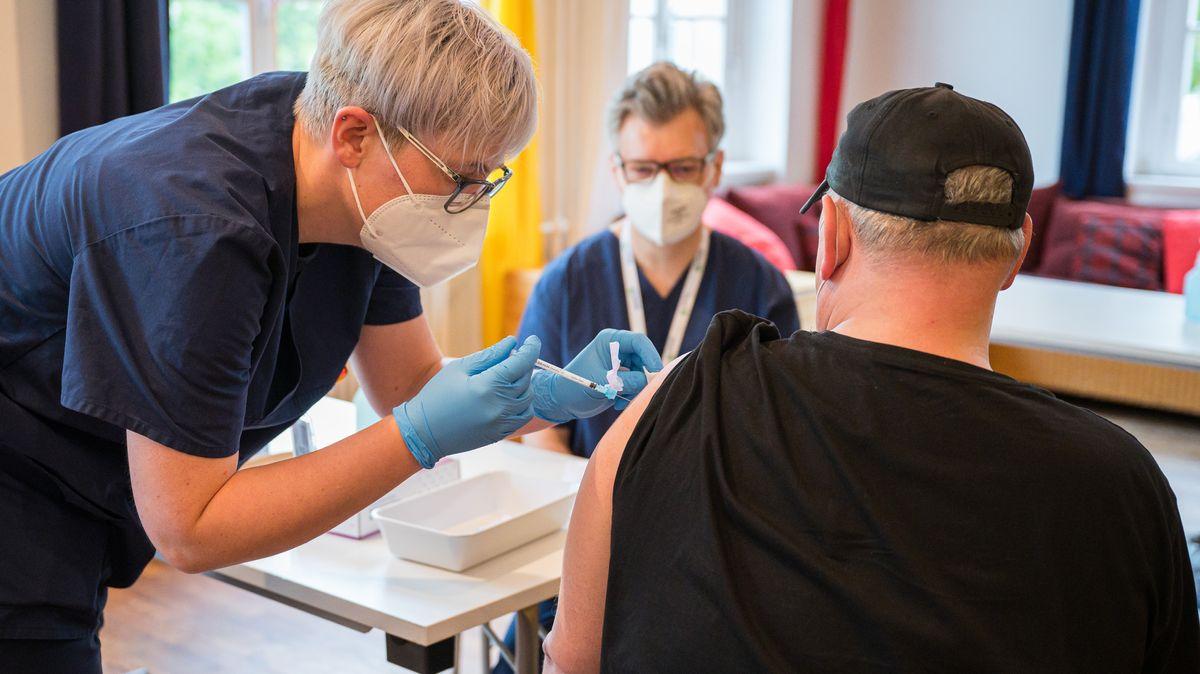 Symbolfoto einer Impfung gegen das Coronavirus