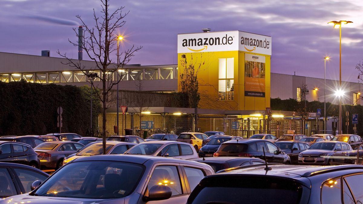 Ein Logistikzentrum des Internet-Versandhändlers Amazon.