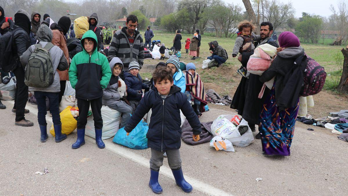 Asylsuchende Flüchtlinge an der türkisch-griechischen Grenze