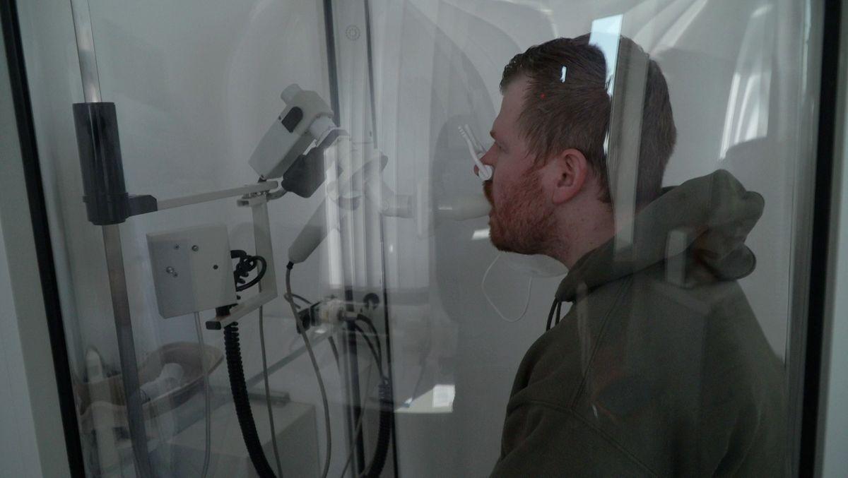 Der am Post-Covid Syndrom leidende Michael Wurm beim Lungen-Belastungstest