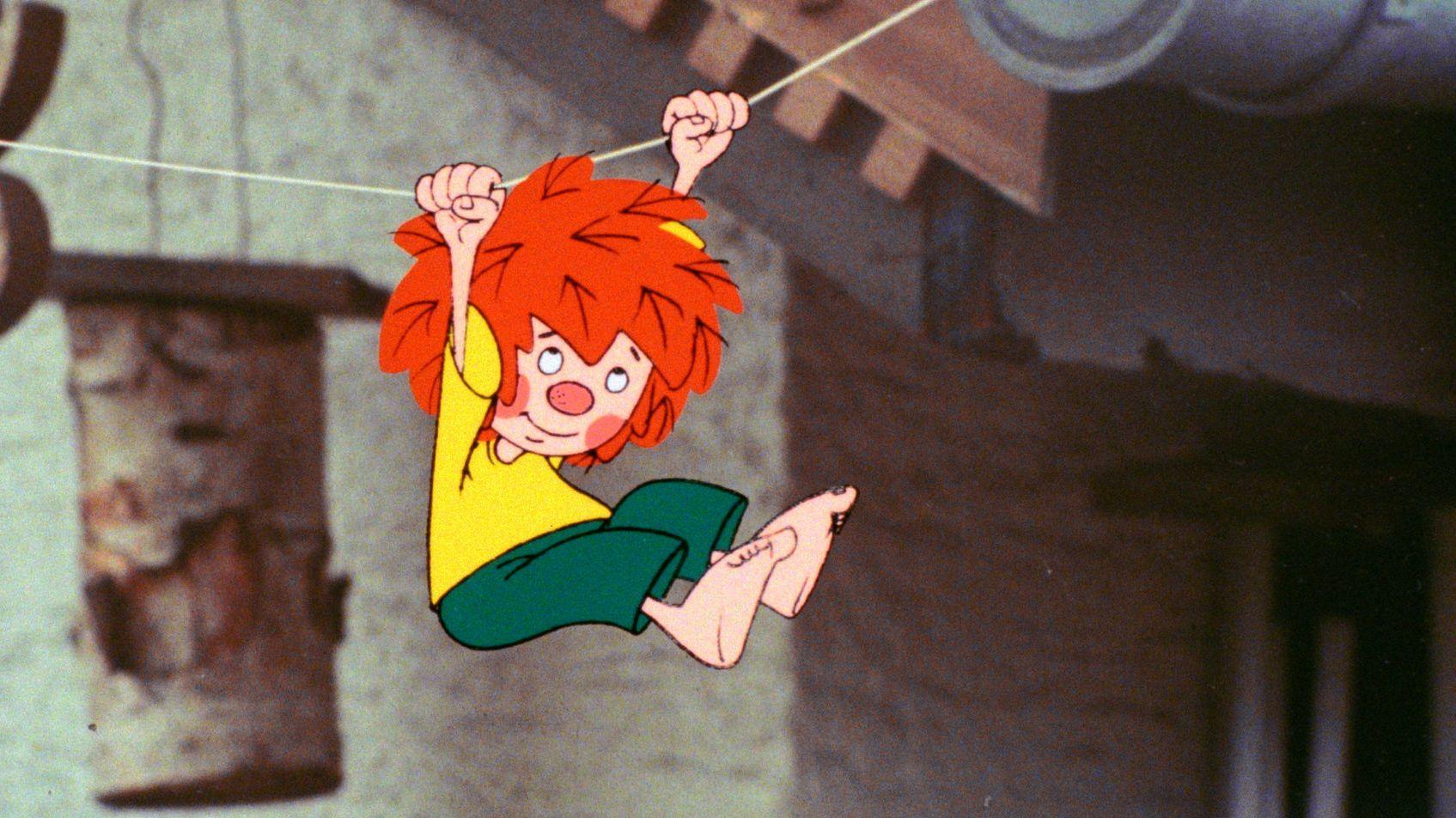 Pumuckl hangelt an einem Seil (Zeichentrickfigur unter einer Dachrinne)