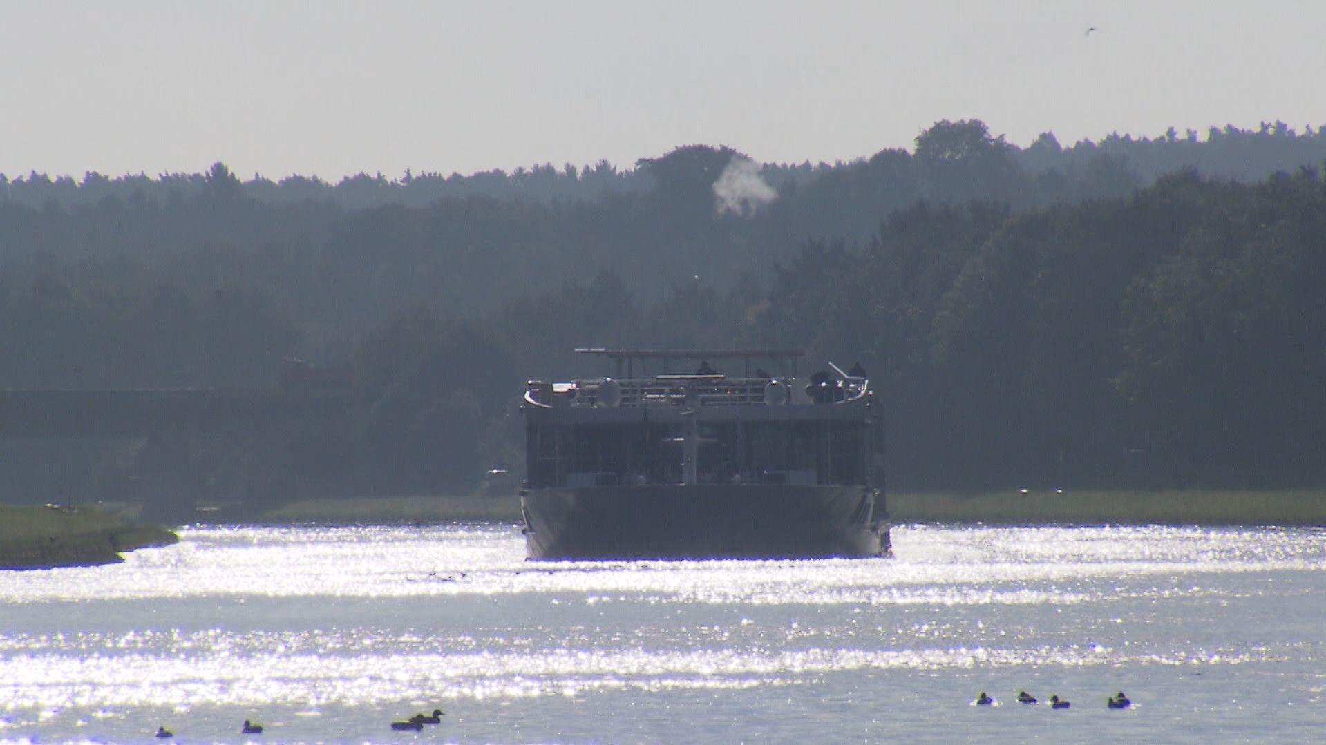 Schiff auf dem Main-Donau-Kanal