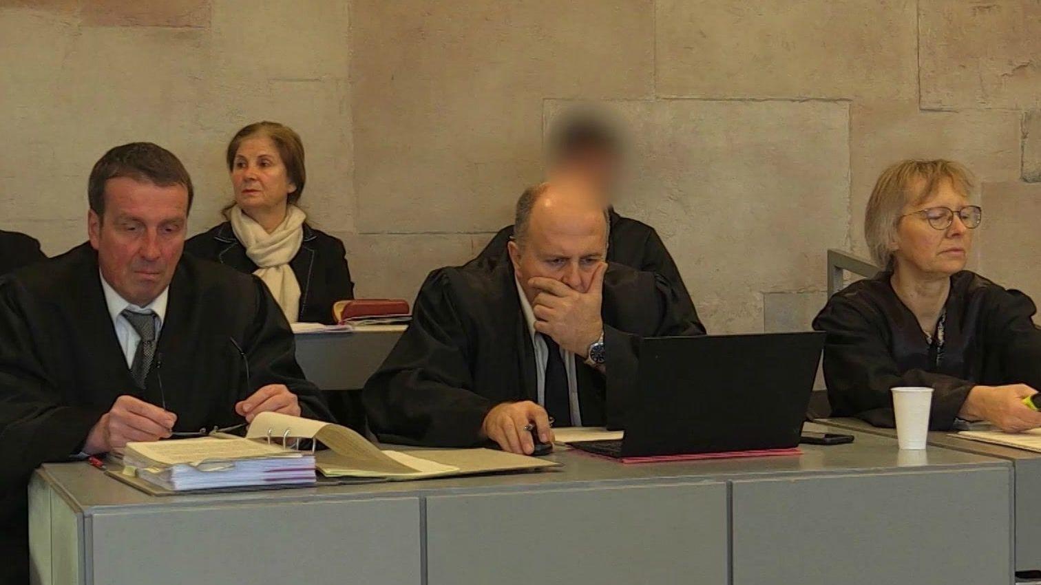 Prozess wegen versuchten Mordes und gefährlicher Körperverletzung in Ansbach