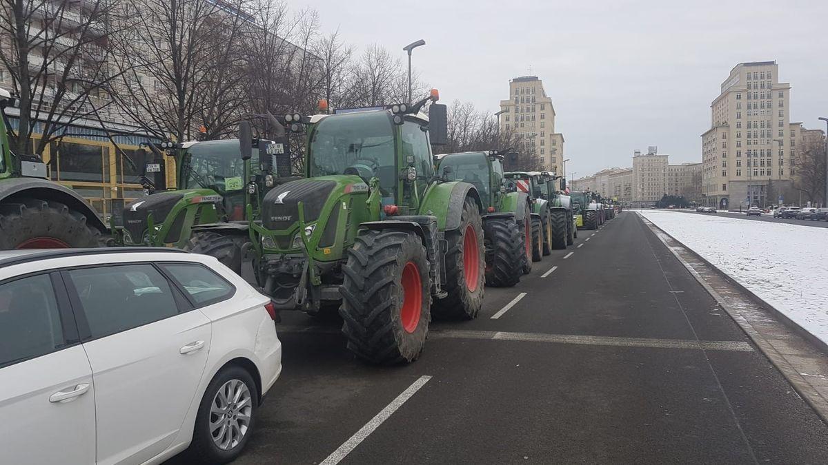 Unterfränkische Landwirte bei Protest gegen Insektenschutzgesetz