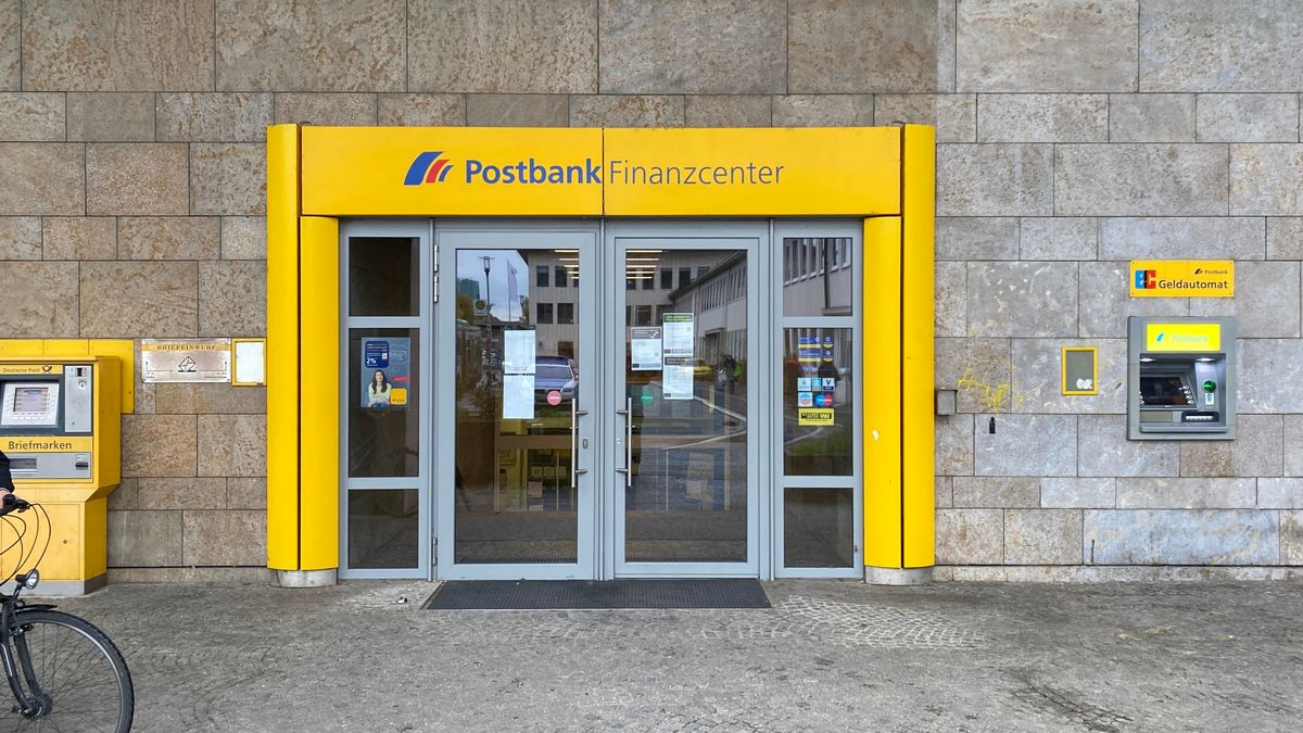 Filiale der Postbank am Würzburger Hauptbahnhof