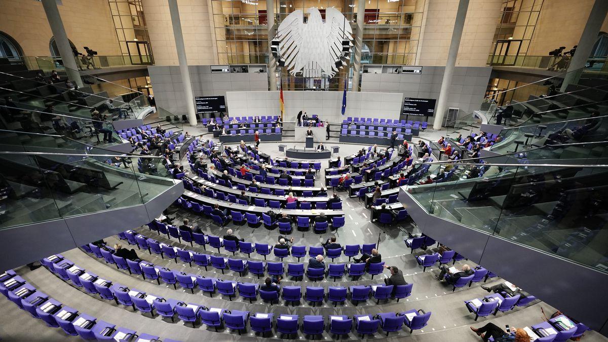 Blick ins Plenum des Bundestags während der Wahlrechtsreformdebatte am 08.20.2020.