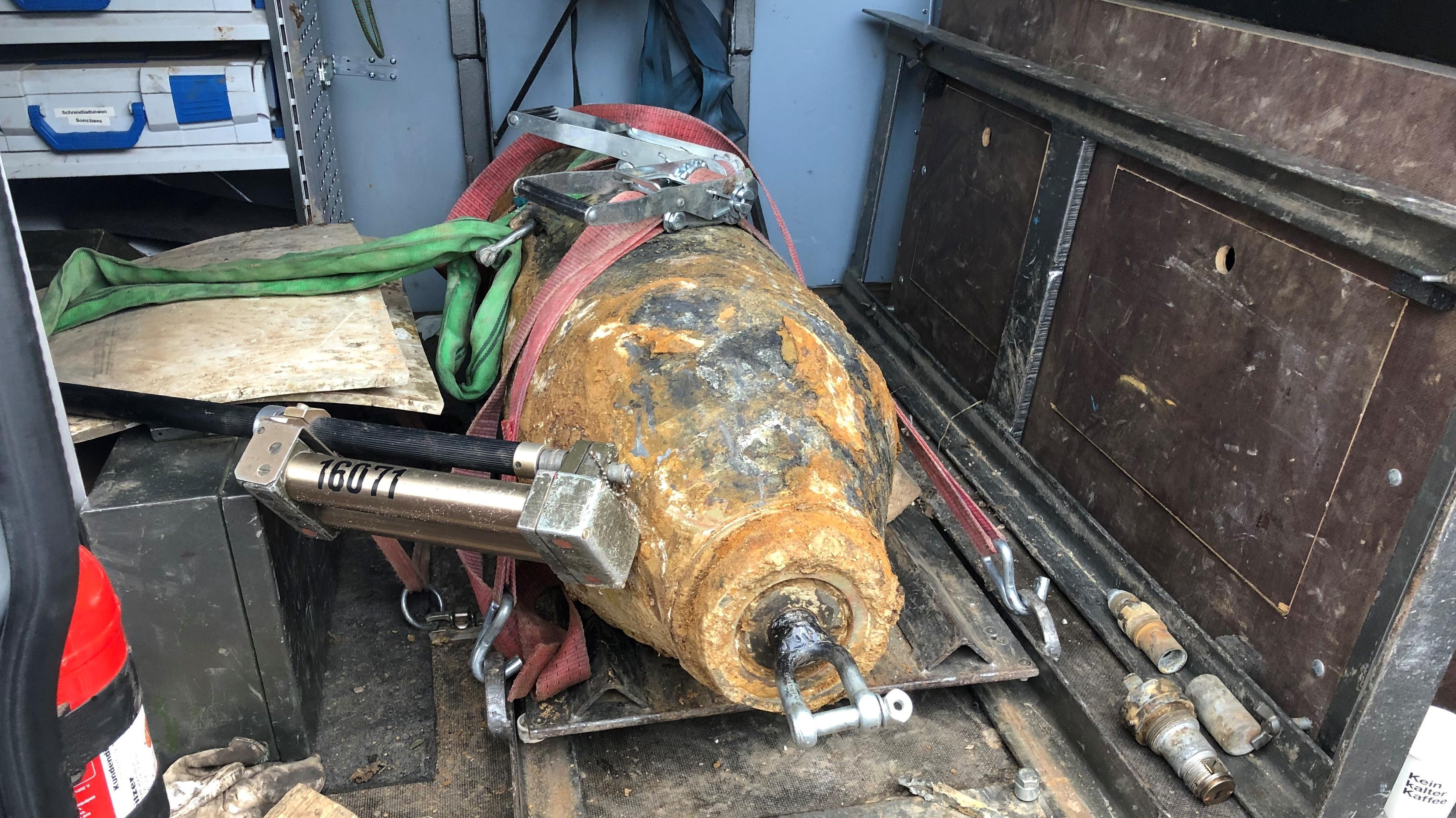 Diese 250-Kilogramm-Bombe wurde in Obertraubling bei Sondierungsarbeiten gefunden
