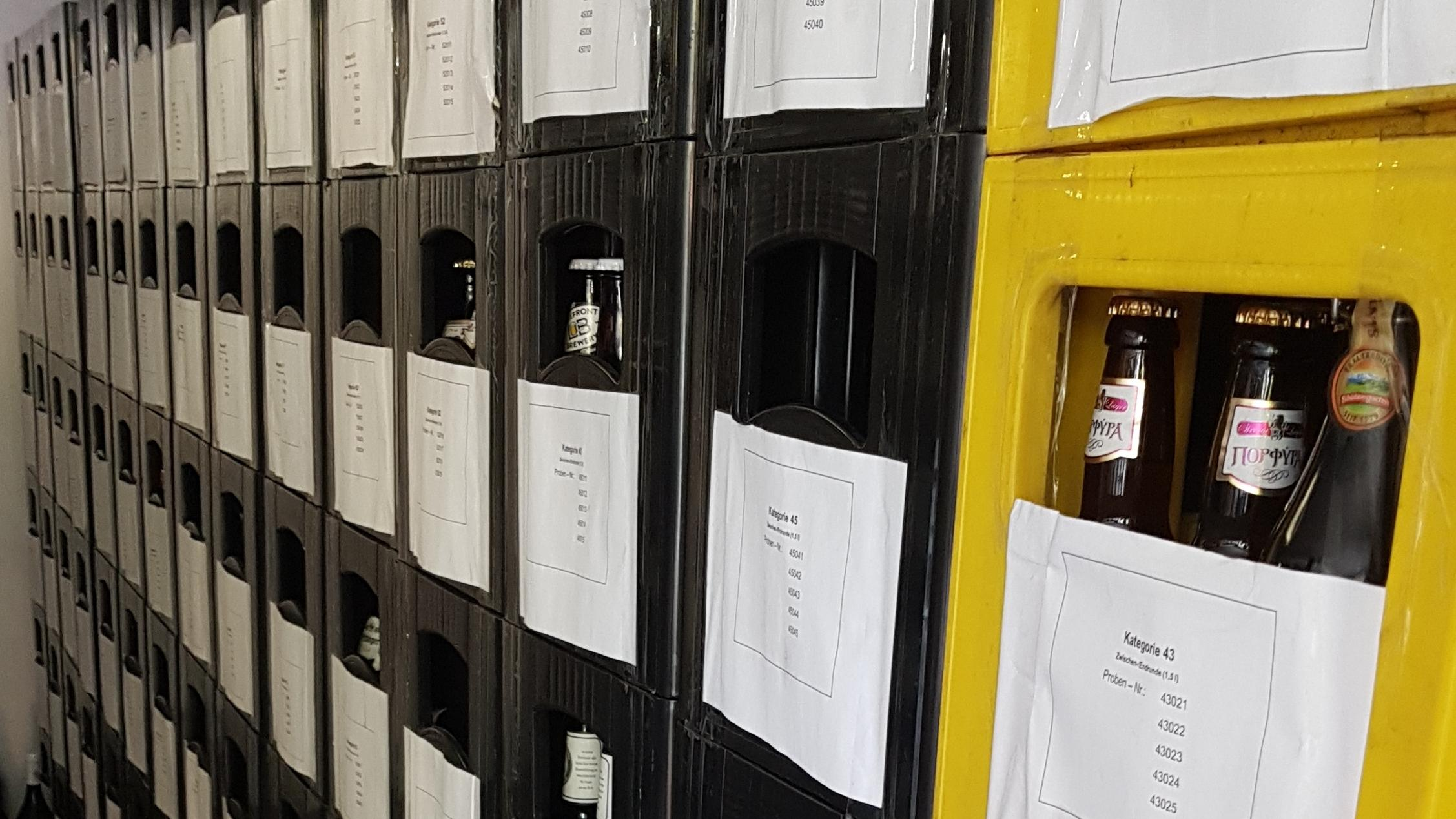 Biertester bei der Arbeit.